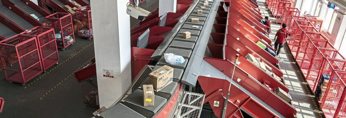 Parcels move along a conveyor at a JD.com Inc. delivery station in Beijing, China, on Tuesday, April 14, 2020. JD, China's closest analog toAmazon.com Inc., already serves more than 360 million people -- surpassing the U.S. population. Xu Lei, chief executive officer of JD's retail division, now hopes to extend its presence on social media and investing in hot new areas like grocery delivery. Photographer: Giulia Marchi/Bloomberg